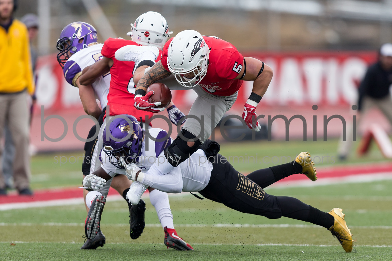 IMAGE: https://photos.smugmug.com/Sports/SOU-Sports/SOU-Football-10-20-17/i-jDrcLPZ/0/b38581cd/X2/BPDX7744-X2.jpg