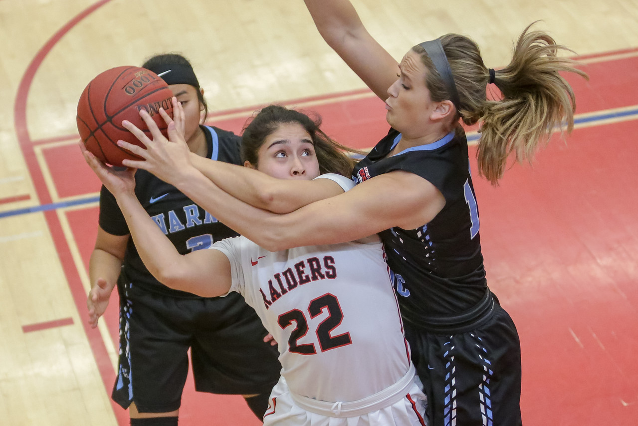IMAGE: https://photos.smugmug.com/Sports/SOU-Sports/SOU-Womens-Basketball-2-20-18/i-pdBh9X2/0/138886f9/X2/BPDX7875-X2.jpg