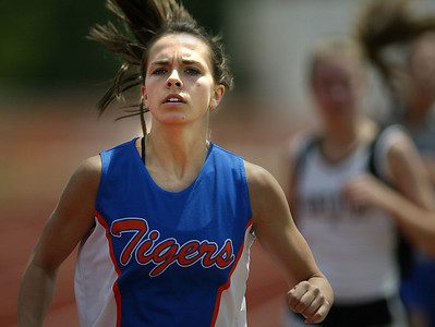Saltillo middle distance runner Kayla Hauss fights to keep pace with the field. (Charles A. Smith/Special to the Journal)