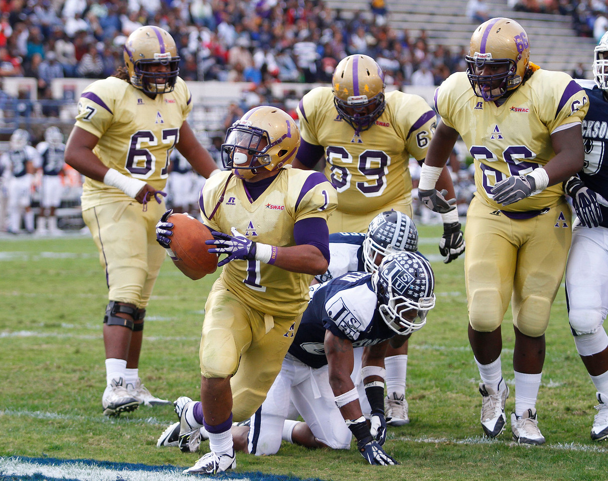 Alcorn State's Arnold Walker runs in for a touchdown. (Charles A. Smith/For the Clarion Ledger)