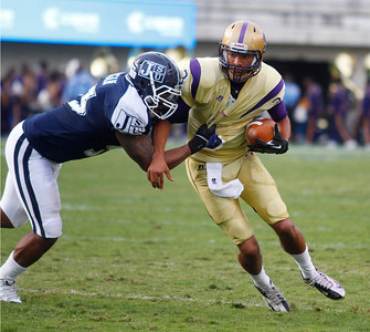 Alcorn State quarterback John Gibb attempts to run past a JSU defender. (Charles A. Smith/For the Clarion Ledger)