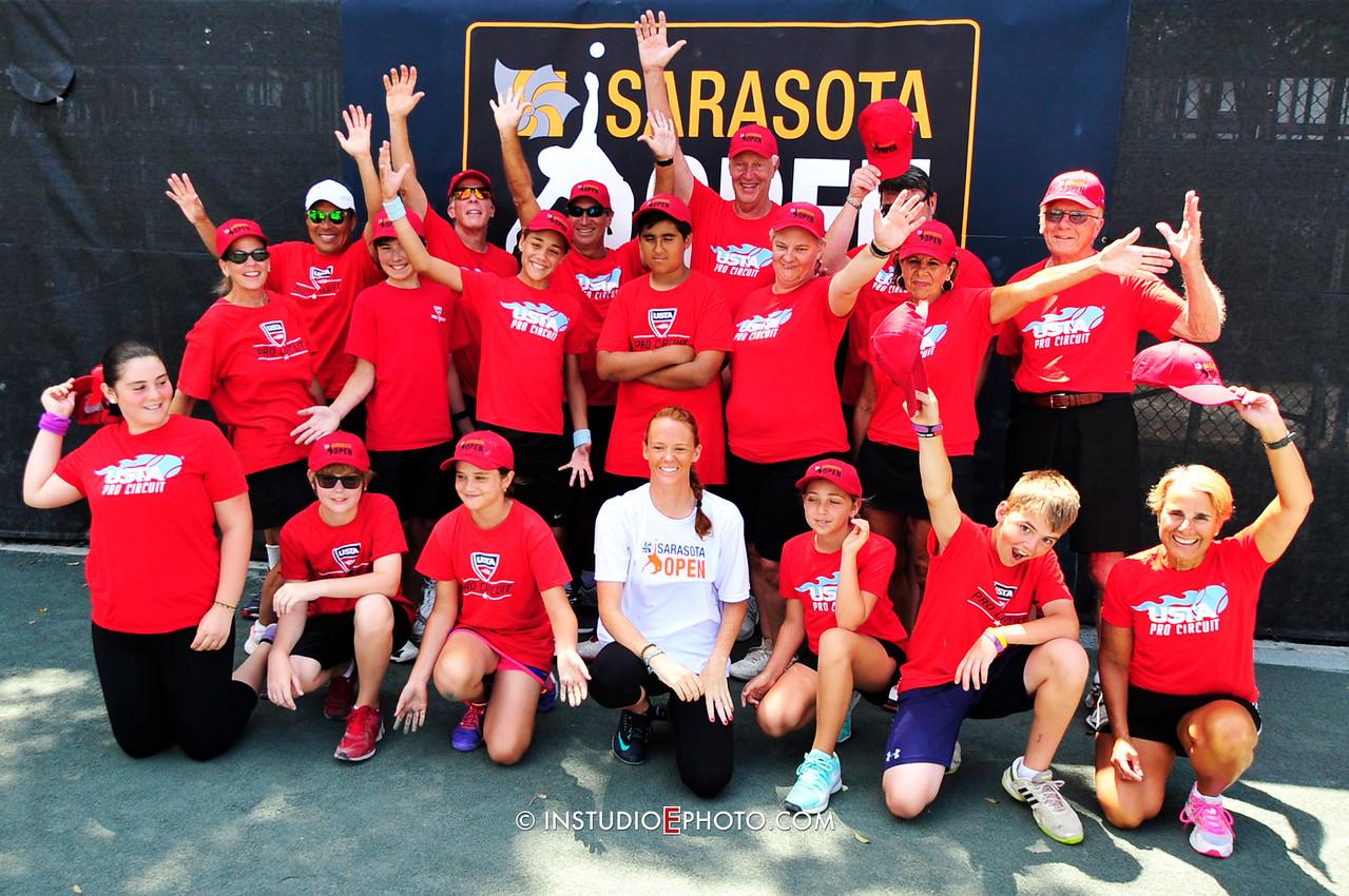 _D3S3163 Volunteers Ball Kids