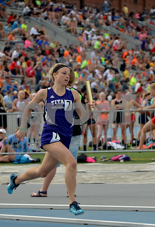 -Messenger photo by Britt Kudla<br /> Ashley Henkenius of South Central Calhoun finish the last lap during the 800 Sprint Medley on Saturday