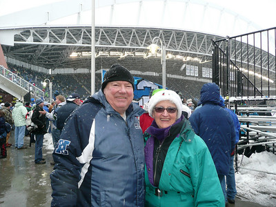 Mike & Linda before the game.  My ski outfit kept me warm.