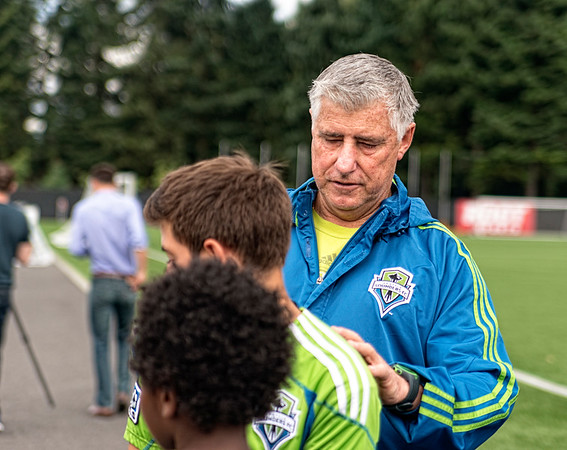 Sigi's just as popular as the guys in jerseys