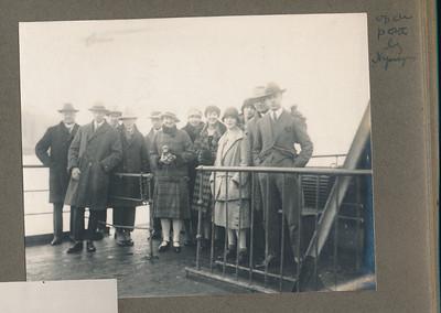 19261128 Onderschrift: op den pont bij Nijmegen Opmerking: zie andere foto.   CollectieJanBlombruinalbum Fotograaf: onbekend Formaat: 10 x 8 Afdruk zw