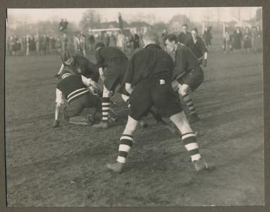19320124 Onderschrift: Deventer-P.W. 2-2, voorjaar 1932 de eerste maal geen oostelijk kampioen  CollectieJanBlomgrijsblauw Fotograaf: onbekend  Formaat: 11 x9 Afdruk zw