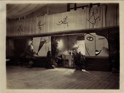 19331111 Onderschrift: 20-jarig bestaan DHV november 1933 Feestzaal schouwburg in album Coldeweij of verzinsel JWB?  Ook in JanBlomgrijsblauw Moet zijn Buitenscocieteit   CollectieColdeweij Fotograaf: onbekend  Formaat:9x12 Afdruk zw