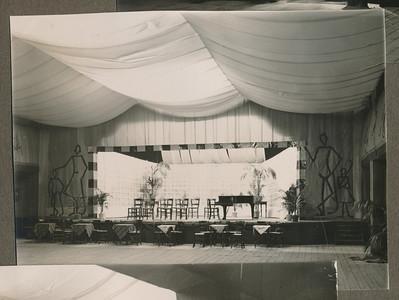 19331111 Onderschrift: 1913-1933 D.H.V. Opmerking: de Buitensocieteit bij het lustrum in 1933  CollectieJanBlomgrijsblauw Fotograaf; onbekend Formaat: 11 x 9 Afdruk zw