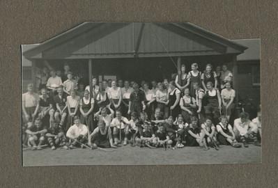 19340429 Onderschrift: Onderlinge hockeydag April 1934  Opmerking: zie ook andere foto in ColletieColdeweij   CollectieJanBlomgrijsblauw Fotograaf: onbekend Formaat: 8 x 5 Afdruk zw