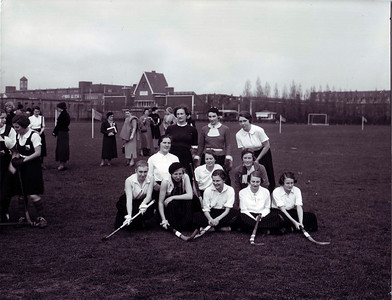 1936 Onderschrift: hockeyelftal interacademiale Amsterdam 1936 Opmerking: eerste knielend vlnr: Diet Coldeweij  CollectieColdeweij  Fotograaf: Firma Nc Schuitvlot Amsterdam Formaat: 21x17 Afdruk zw
