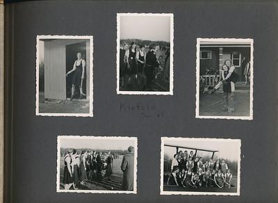 193601 Onderschrift: Krefeld Jan '36 Opmerking: zie uitvoerig verslag in Clubnieuws Februari 1936 van deze tocht op 4 en 5 januari 1936 Hier dus de dameselftallen.   CollectieJanBlomcremealbum Fotograaf: onbekend, ws. Jan Blom Afmetingen der foto's 8 x 6 Afdruk zw
