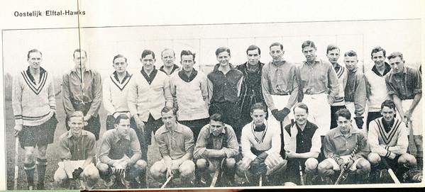 19380416 Onderschrift: Oostelijk Elftal - Hawks Opmerking: op zaterdag 16 april 1938 speelden de Hawks tegen het Oostelijk Elftal  op de velden van Deventer. Zie Clubnieuws mei 1938.   Clubnieuws 5 (1937-1938) 8, (mei 1938), p. 91