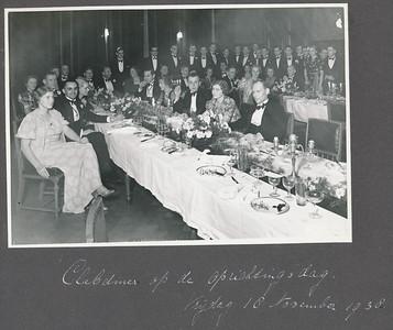 19381118 Onderschrift: zie foto Zie verder foto Clubnieuws gemaakt door Van der Geijn.  Volledig identiek in Collectie Coldewey.    Archief DHV Album aangeboden aan bestuur  Fotograaf: ws. Van der Geijn.   Formaat: 17 x 12   Afdruk zw