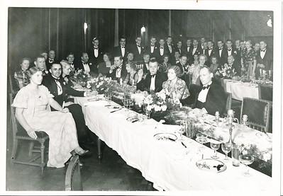 19381118 Achterop: 1938 25 jaar  en 60 %. Deze foto is dus gereproduceerd, ws. voor Clubnieuws.   Opmerking: foto uit Collectie Annet Coldewey. Kwalityeit ws. beter.   Collectie Annet Coldewey  Fotograaf: v.d. Geijn  Formaat: 17 x 12.5 Afdruk zw