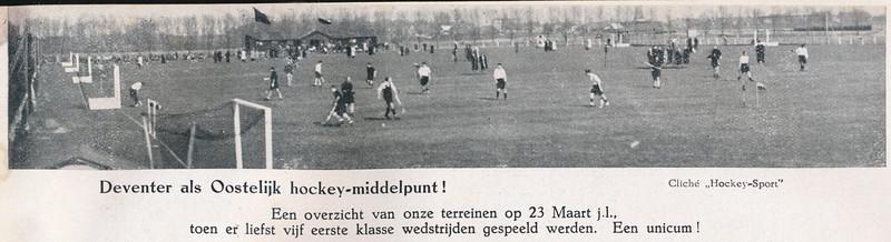 19410323 Onderschrift: zie foto  Opmerking: Deventer I speelde niet.   Clubnieuws april 1941p. 63 Fotograaf: onbekend Formaat: 20 x 3 Afdruk zw