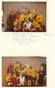 197904 Onderschrift: zie foto: DIII gepromoveerd naar reserve 1e klasse gewonnen van PW II op terrein van D.K.S. (2-0, 0-1) April 1979  Opmerking: helaas is De Telescoop 1978-1979 niet aanwezig.  M.I. bovenste foto staand vlnr:  Hanny Visscher, Hanneke Veldwijk (?), Anna Brand, Pauline Tempelman,? ?, Albert Treffers, Ted Dullaert, Dineke Bosschers,  Brouwer ?,  Zittend vlnr: Hetty Kobossen, Marion Lankhout, Collete van Balen (Med. Riet van Noortwijk 6 april 2013), Marion Treffers   Collectie Van Noortwijk Fotograaf: onbekend Formaat 13 x 9  Afdruk kleur