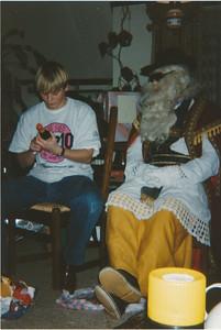 199212 Onderschrift: St. Nicolaasfeest thuis bij Marlies Geers D 1 1992  Collectie Nel Rosenboom Fotograaf:onbekend Formaat: 15 x 11 Afdruk kleur