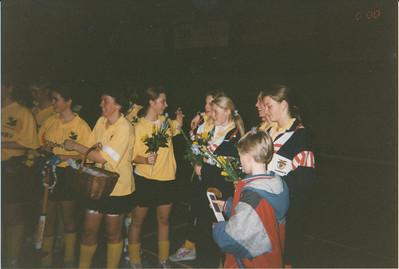 199302zaal Onderschrift: 1993 D 1 zaalhockeykampioen  2 93  Collectie Nel Rosenboom Fotograaf: onbekend Formaat: 15 x 11 Afdruk kleur