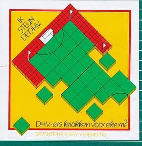 199505 Sticker actie Kunstgras geplakt op achterzijde schrift Jeugdbestuur 1988  Formaat: 10 x 10  Actie 1983 voor Kunstgras.  Zie De Telescoop 3 mei 1983. Daar een afbeelding.   Mogelijk is dezelfde sticker ook gebruikt bij de actie in 1995. Zie De Telescoop 22 mei 1995.      Collectie Jeroen Kok