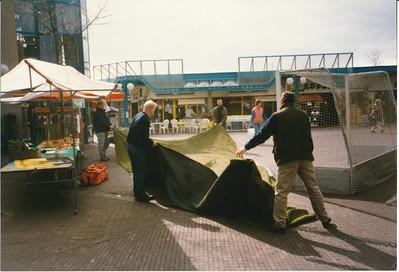 19970514 Achterop; 14-05-97 B Opmerking: werving in Colmschate  Archief DHV Fotograaf: onbekend Formaat: 15 x 11 Afdruk kleur