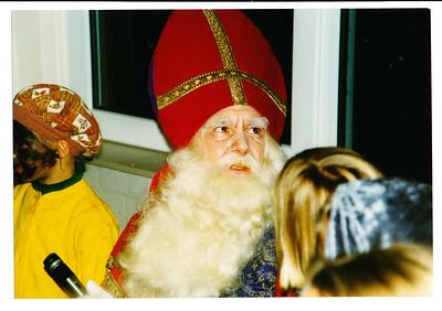 19971203nr2 Achterop: Bill vGV als Sinterklaas 1997 Datum afdruk 12.97  Opmerking|: Bill van Gelein Vitringa als Sinterklaas   Collectie MGV Fotograaf: MGV Formaat: 15 x 10  Afdruk kleur