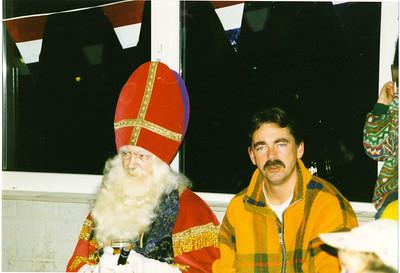 19971203nr3 Achterop: Sint Bill + Toine  Opmerking: Bill Gelein Vitringa en Toine Veenhuis  Collectie MGV Fotograaf: MGV Formaat: 15 x 10 Afdruk kleur