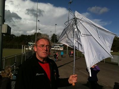 20140423 Onderschrift: Namibie IPhone Datum opname: 23 april 2014  Opmerking: Ed van Orden met kapotte paraplu. Namibie ws. vanwege het weer.