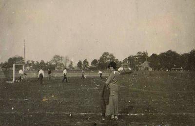 Onderschrift: 1924   Opmerking: op Platvoet  ArchiefDHVAlbumDrijver  Fotograaf: onbekend  Formaat: 6 x 4 Afdruk zw