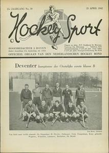 19420419 Onderschrift: zie foto Opmerking Deventer wint op  zondag 19 april 1942 met 5-0 van DKS. Uit. Dus dit op DKS.    Hockeysport 23 april 1942 pag. 1