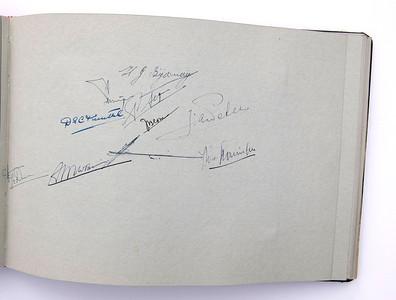 19431118 Jubileumboek Frits Drijver Handtekeningen bij foto D.H.V. IV Heeren  CollectieBakkerSchut