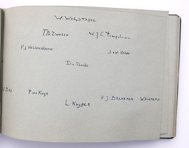 19431118 Jubileumboek Frits Drijver Handtekeningen bij fot D.H.V. III Heeren  CollectieBakkerSchut