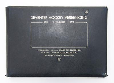 1943 Voorzijde album aangeboden aan Frits Drijver  Collectie Henk Bakker Schut  Formaat: 30 x 21