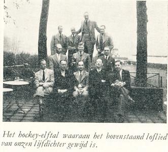 194605 Opmerking: dit lijkt in Arnhem aan de Rijn  Is dus geweest bij het winnen van de Veteranenbeker voor de tweede maal (zie clubnieuws) in mei 1946. Vandaar de datering.   Clubnieuws 9 (1946-1947), 3, december 1946, p. 5