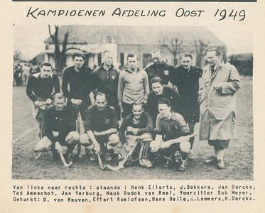 19490403nr0 Onderschrift: zie foto  Opmerking: zie Clubnieuws mei 1949 voor verslag wedstrijd Deventer tegen Union op 3 april 1949, beslissingswedstrijd, op veld Zutphen. Deventer won met 3-1. In het Clubnieuws nog zes foto's uit deze wedstrijd.   Clubnieuws 10 (1949) 6, Mei 1949  Fotograaf; onbekend
