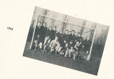 1949 Onderschrift: 1949 Opmerking: op pagina Lustrumnummer 1953 gewijd aan de jeugd.  Foto ook in collage maart 1949.   Clubnieuws 15 (1953-1954) 2 november, p. 19