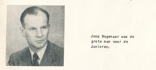 Onderschrift: Joop Wagener was de grote man voor de junioren.  Opmerking: uit welk jaar de foto dateert, is onbekend.  In 1953-1954 geplaatst omdat toen in Lustrumnummer.  Clubnieuws 15 (1953-1954) 2 november, p. 19