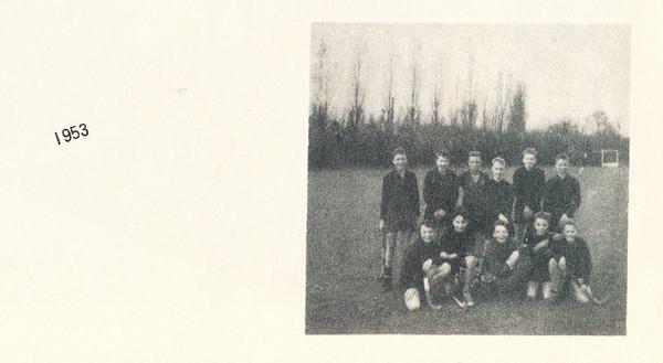 1953 Onderschrift: 1953 Opmerking: een jeugdelftal uit 1953-1954 of 1952-1953?   Clubnieuws 15 (1953-1954) 2, november 1953, p. 19