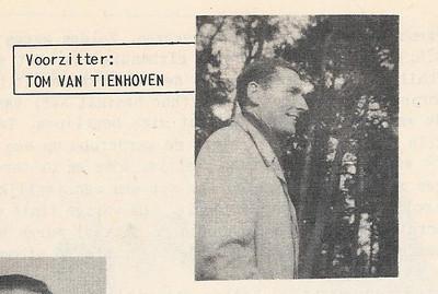 Ton van Tienhoven Opmerking: onduidelijk of de foto ook uit 1953 dateert En waar genomen, niet in Deventer. Apeldoorn?   Clubnieuws 15 (1053-1954) 2 november p. 38