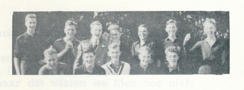 19550424Heren3nr2 Onderschrift: 1955 Opmerking: zie volledige foto. Deze iets ander moment.   Clubnieuws 25 (1963-1964) 3 p. 30 Fotograaf: onbekend Formaat: 8 x 3 Afdruk zw