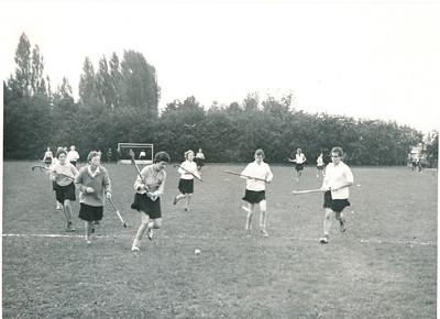 1960 Achterop: 1960 Opmerking: ws. het eerste veld voor het Clubhuis.  Ik herken niemand.    Collectie Willem van Bodegom Fotograaf: ws. Willem van Bodegom  Formaat: 10 x 8  Afdruk zw