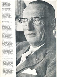 19621219 Onderschrift: zie foto Opmerking: Frits Drijver. Of de foto ook uit december 1962 dateert weet ik niet.   Clubnieuws 24 (1962-1963), 4 (januari) voorpagina