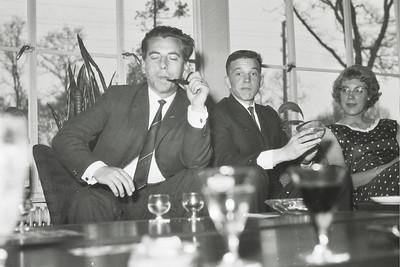 19630428  Onderschrift: Feest Heren III in de Witte Berken (circa 1962)  Opmerking: ws. op 28 april 1963 Zie artikel Clubnieuws  Jan Meerdink: uiterst rechts Sinie Brinkerhof   Archief DHV  Fotograaf: ws. Johan van Dijk   Negatief 35 mm