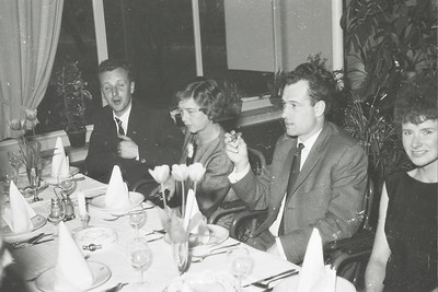 19630428  Onderschrift: Feest Heren III in de Witte Berken (circa 1962)  Opmerking: ws. op 28 april 1963 Zie artikel Clubnieuws  Tweede van rechts volgens mij Ties Schrauwen  Archief DHV  Fotograaf: ws. Johan van Dijk   Negatief 35 mm