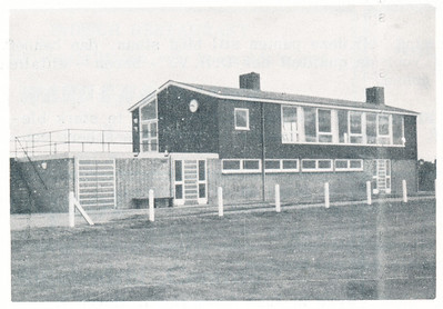 19631118 Onderschrift: geen Opmerking: het clubhuis op De Bergweide, waarschijnlijk in 1961 of 1962.   Clubnieuws 25 (1963-1964) no. 3 p. 22