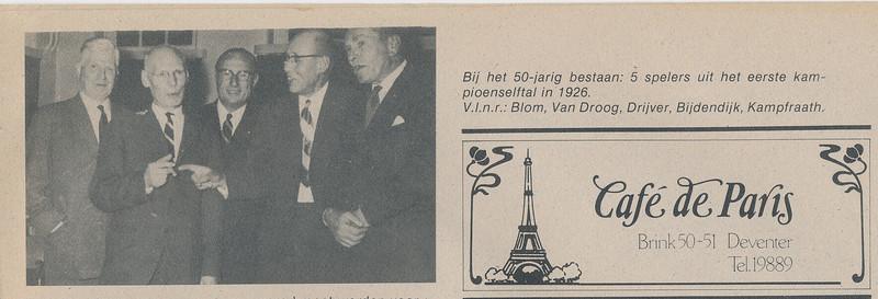 19631108 Onderschrift: Bij het 50-jarig bestaan: 5 spelers uit het eerste kampioenselftal in 1926. V.l.n.r. Blom, Van Droog (moet zijn Van Drooge), Drijver, Bijdendijk, Kampfraath  Opmerking: foto ook in collage. Origineel? waar? Op Hekkers oude foto's???   De Telescoop 18 november 1963, p. 3.