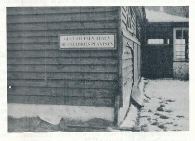 19631118 Onderschrift: geen Opmerking: Clubhuis Onduidelijk wanneer de foto is gemaakt. In lustrumnummer 1963. Ik dacht dat ik die foto ook al ergens anders had gezien. Niet kunnen vinden.    Clubnieuws 25 (1963-1964) 3 p. 13 Fotograaf: onbekend Formaat: 10 x 7 Afdruk zw