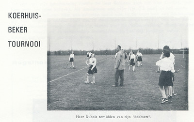 19660408 Onderschrift: zie foto  Opmerking: bij Koerhuisbekertoernooi op vrijdag (!) 8 april 1966. Vanwege de regen afgelast, alleen Deventer speelde.    Clubnieuws 27 (1965-1966) 4, p. 9  Fotograaf: onbekend  Formaat: 10 x 7   Afdruk zw