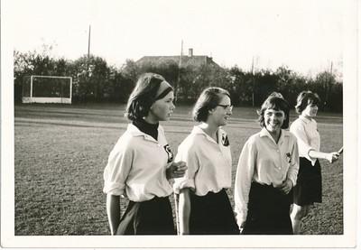 1965 Onderschrift: achterop 1 2x N0593 Marion Treffers  Origineel foto uit Clubnieuws  Zie verder daar  Collectie Marion Treffers Fotograaf: ?  Formaat: 11 x 8  Afdruk zw