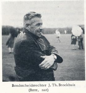 19660423 Onderschrift: zie foto. Bij artikel over Oostelijke jeugd-kamioenschappen op onze velden op 23 april 1966.  Jan Broekhuis.   Clubnieuws 27 (1965-1966) 4, p.29   Fotograaf: onbekend  Formaat: 6 x 6   Afdruk zw
